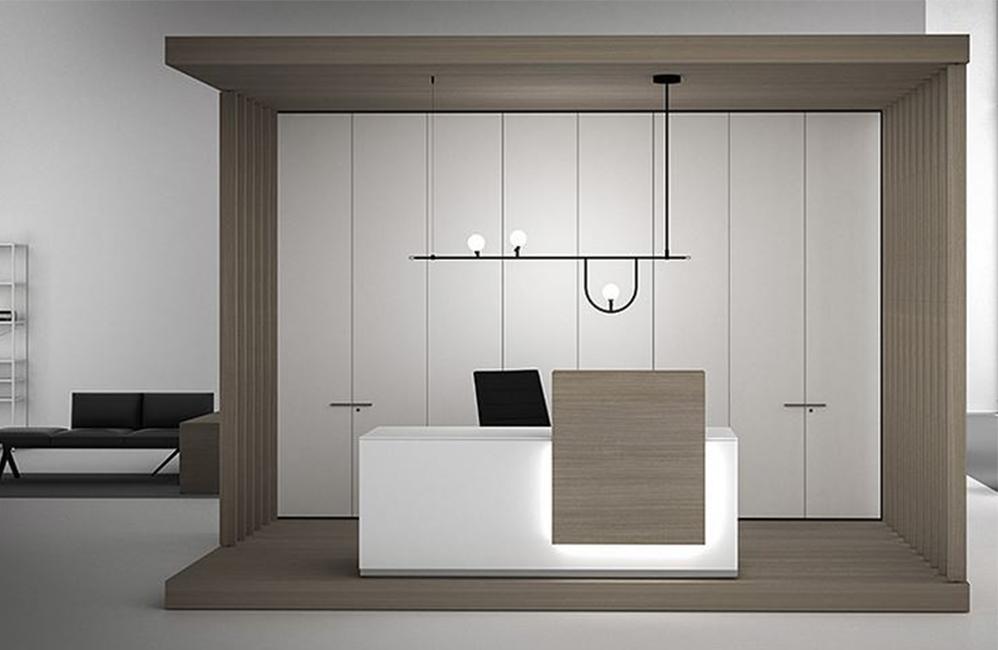 HOLI.E Concept - Aménagement espace de travail - Banque d'accueil blanc et bois