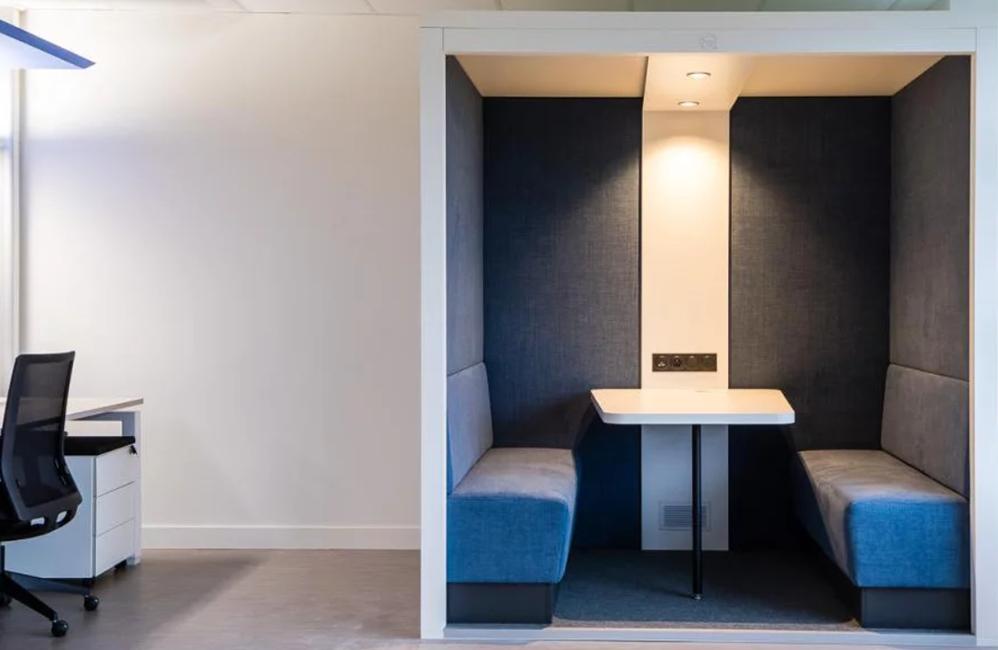 HOLI.E Concept - Aménagement espace de travail - Cabine cube de réunion isolée du bruit