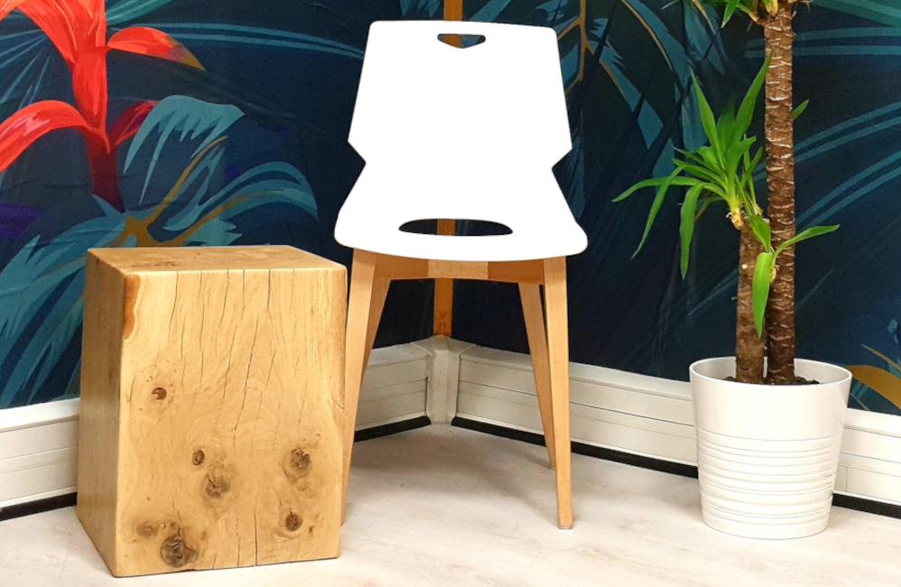 HOLI.E Concept - Aménagement espace de travail - Chaise pas cher platique pieds bois accueil