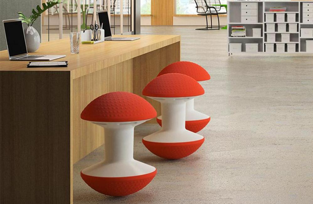 HOLI.E Concept - Aménagement espace de travail - Ballo dans un espace collaboratif, assise d'appoint colorée