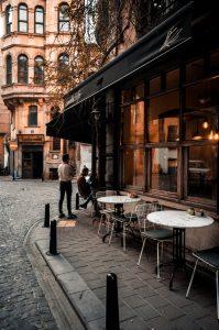 HOLI.E Concept - Aménagement espace de travail - Terrasse de café, aménagement mobilier